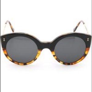 Illesteva Palm Beach Sunglasses - Tortoise/black
